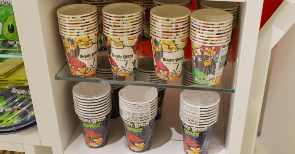 Copos para festa do ''Angry Birds'', na loja conceito da Rovio em Espoo (Finlândia). Produto custa 2,40 euros (cerca de R$ 7,50)