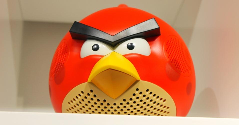 Detalhe de caixa de som em formato de personagem do ''Angry Birds''. Gadget é exibido em loja conceito da Rovio em Espoo (Finlândia) para mostrar variedade de produtos licenciados pela companhia