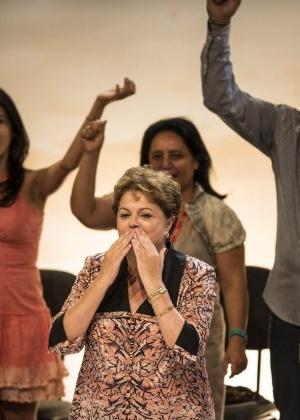 A presidente Dilma Rousseff manda beijo durante o 13º Congresso Nacional do PCdoB, em Brasília, em novembro; aprovação do governo subiu