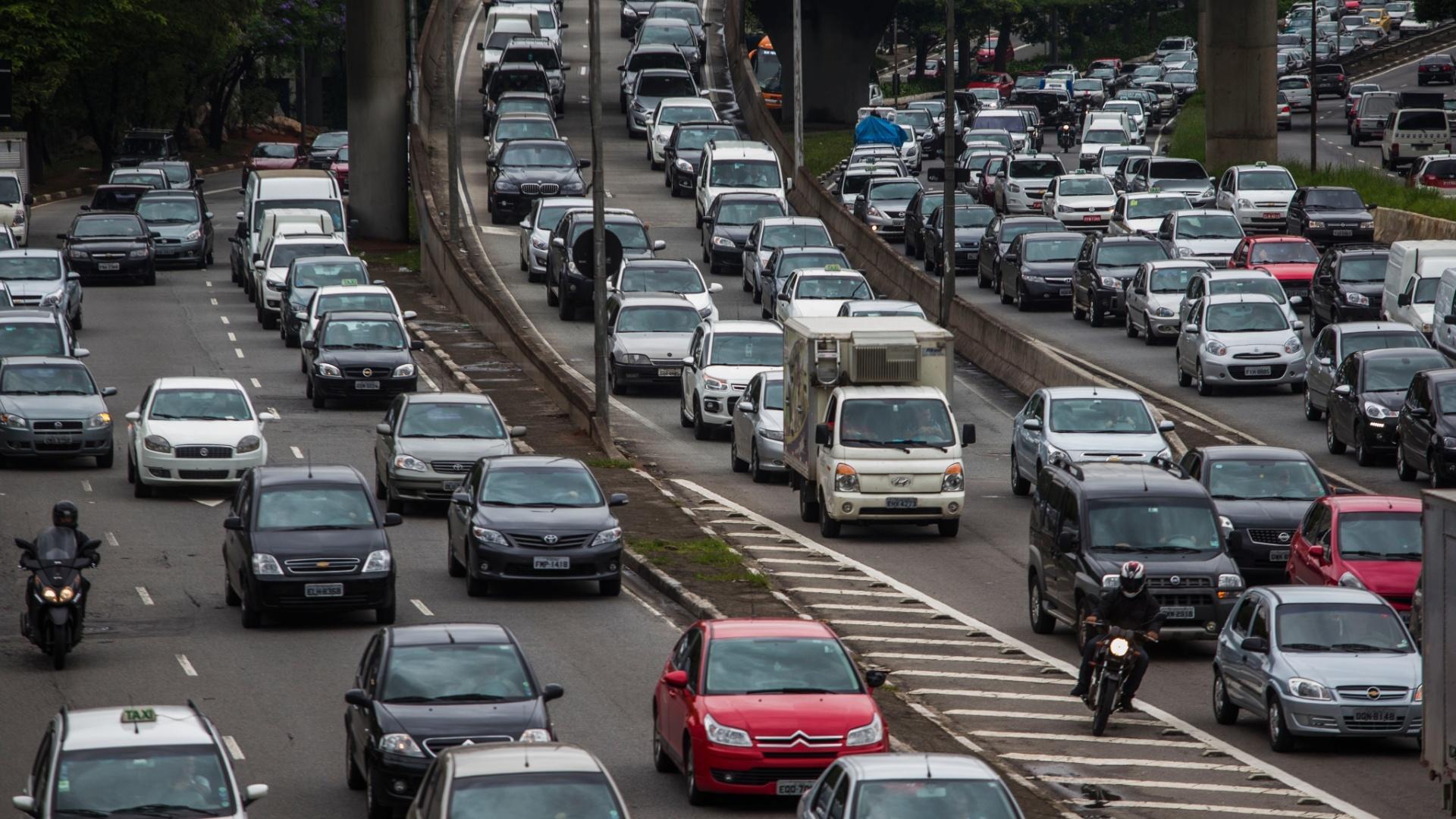 Motoristas Enfrentam Congestionamento Recorde Em SP