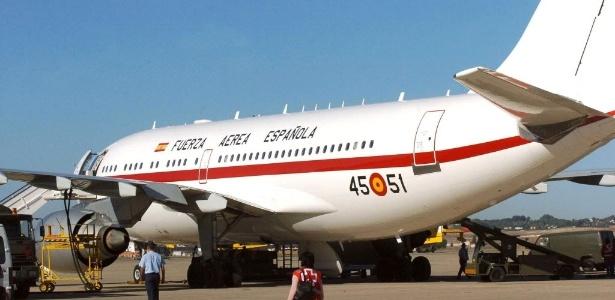 O Príncipe das Astúrias suspendeu sua viagem de dois dias a São Paulo por causa de uma avaria em um dos flaps do avião que o traria, obrigando o atraso da decolagem