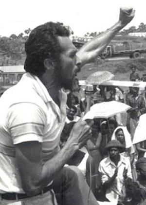 O então membro do PCdoB José Genoino discursa durante a chamada Guerrilha do Araguaia, em 1972, no interior do Pará