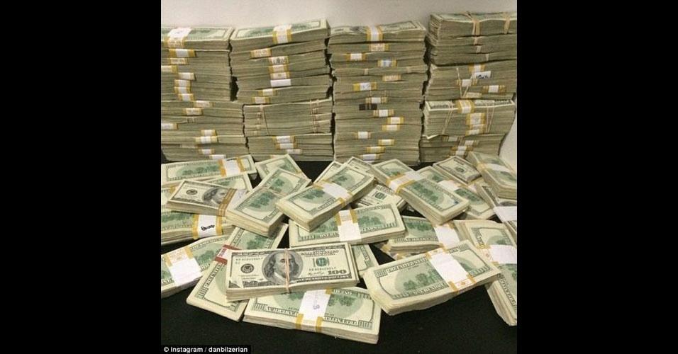 Além de ganhar dinheiro jogando poker, Dan Bilzerian também é dono de um site de poker online, o 'Victory Poker'. O patrimônio líquido dele seria de cerca de US$ 100 milhões (R$ 235,88 milhões)
