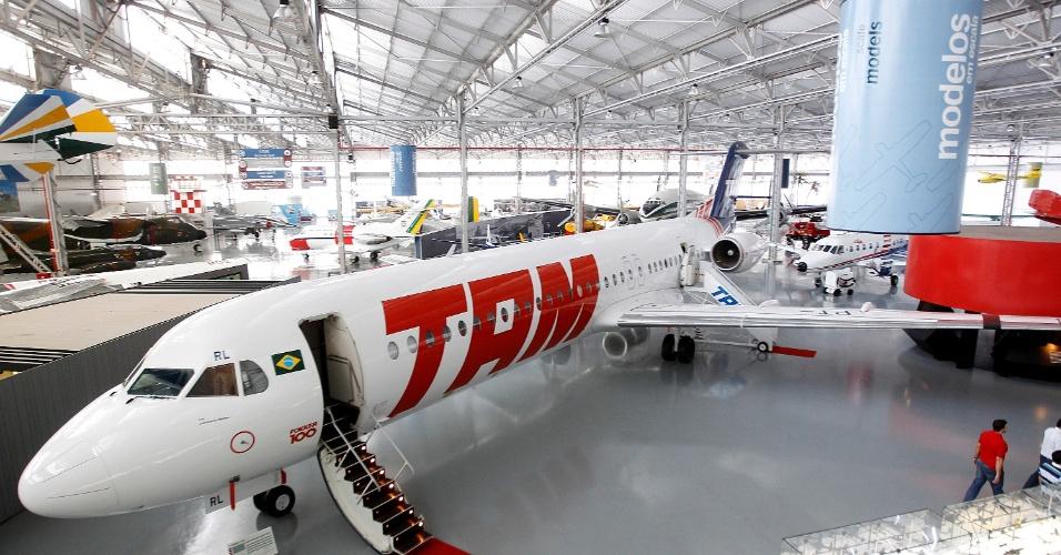 Armario Cama Abatible Ikea ~ Museu tem aviões de guerra, 14 Bis, dirigível e uniformes de aeromoças Notícias UOL Economia