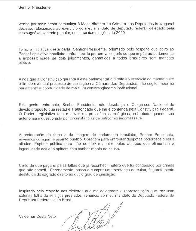 5.dez.2013 - O deputado federal Valdemar Costa Neto (PR-SP) entregou nesta quinta-feira (5) sua carta de renúncia ao mandato no plenário Câmara dos Deputados. Ele teve o mandado de prisão emitido pelo STF (Supremo Tribunal Federal), juntamente com outros condenados no mensalão