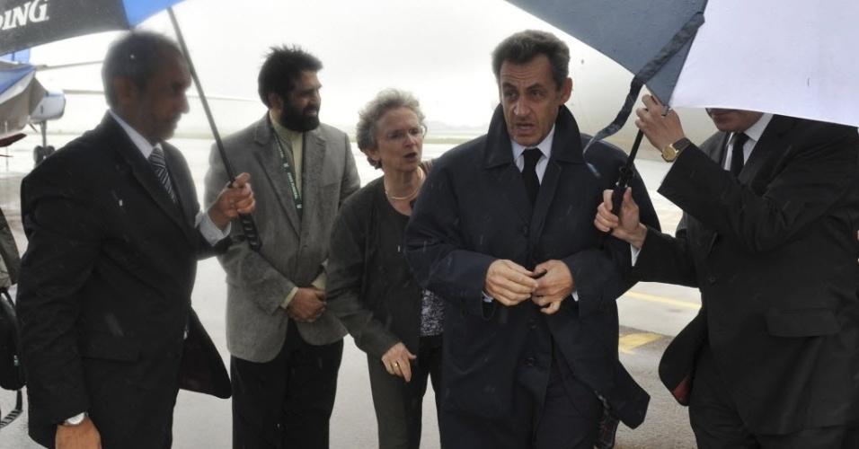 10.dez.2013 - Ex-presidente da França, Nicolas Sarkozy chega à Base Aérea de Waterkloof, Pretória, África do Sul para a homenagem especial como parte das cerimônias do funeral do ex-presidente Nelson Mandela