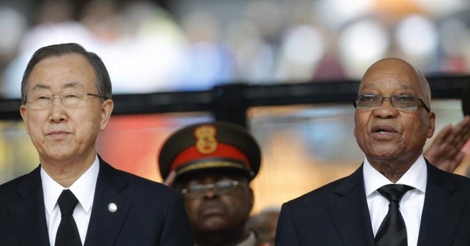 10.dez.2013 - Presidente sul-africano, Jacob Zuma, e secretário geral da ONU, Ban Ki-moon participam das homenagens a Nelson Mandela, no estádio Soccer City, em Joanesburgo