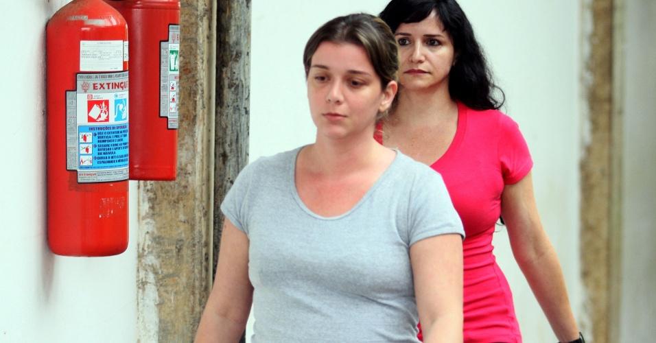 11.dez.2013 - A psicóloga Natália Ponte, mãe do menino Joaquim Ponte Marques, deixa a Cadeia Feminina de Franca, no interior de São Paulo, nesta quarta-feira, 11, após habeas corpus concedido pelo Tribunal de Justiça de São Paulo