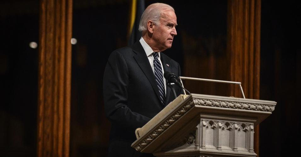 11.dez.2013 - O vice-presidente dos Estados Unidos, Joe Biden, discursa durante cerimônia em homenagem a Nelson Mandela na Catedral Nacional de Washington, nos Estados Unidos