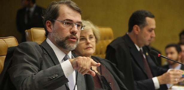O ministro Dias Toffoli fala durante o julgamento da ação que pode proibir as empresas de fazerem doações para campanhas eleitorais
