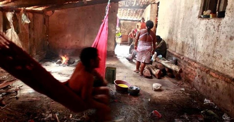 12.dez.2013 - Trabalhadores estavam em alojamentos em condições precárias e foram resgatados de duas fazendas no interior do Ceará em uma operação envolvendo o MPT (Ministério Público do Trabalho) e a PRF (Polícia Rodoviária Federal)