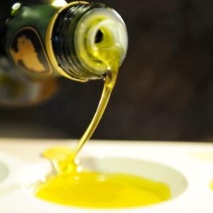Azeite combinado com folhas verdes gera ácido-graxo que reduz a pressão arterial