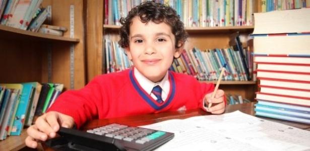 Sherwyn Sarabi, de 4 anos, já leu 940 livros e tem o mesmo QI de Einstein