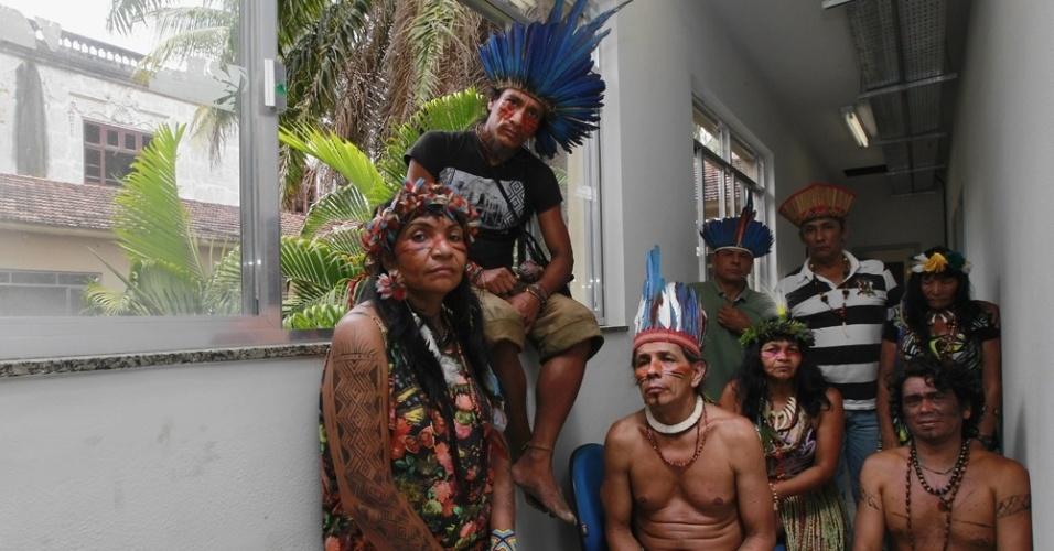 15.dez.2013 - A Aldeia Maracanã, na zona Norte do Rio de janeiro, foi invadida por índios na manhã deste domingo. Eles ocuparam o imóvel que passa por obras