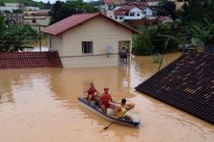 Moradores são resgatados em área alagada do município de Rio Bananal (ES)
