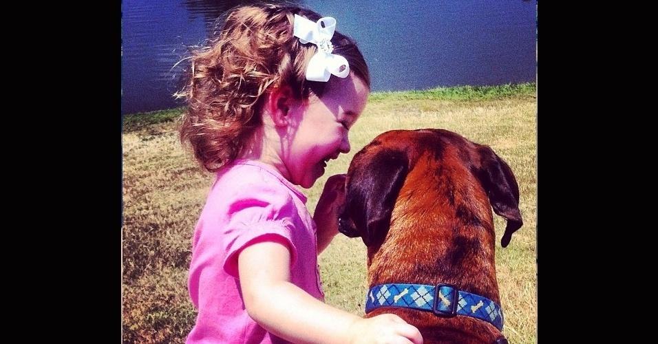 19.dez.2013 - O importante dessa amizade mesmo é ter alguém para compartilhar os momentos alegres...