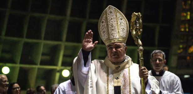 24.dez.2013 - Dom Orani Tempesta celebra missa de Natal na catedral de São Sebastião