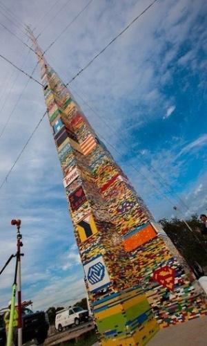30.dez.2013 - Estudantes do distrito escolar de Red Clay, na Pensilvânia, construíram a maior estrutura de Lego do mundo, com 34,4 metros de altura. Mais de 420 mil tijolinhos foram usados na obra, criada em conjunto pelos alunos de 32 escolas da região