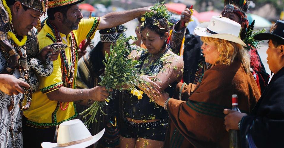 Mulheres SÃo Como Flores: Veja O Ano-Novo Pelo Mundo