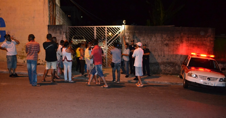 30.dez.2013 - Thiago Gonçalves da Costa foi preso pela GCM (Guarda Civil Metropolitana) após matar a sua esposa Cibele Fernandes da Costa com ao menos 13 facadas, na avenida José Brumatti, em Guarulhos, São Paulo