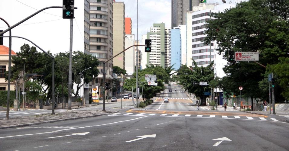 1º.jan.2014 - Trânsito tranquilo na rua da Consolação, região central de São Paulo , nesta quarta-feira (1º)