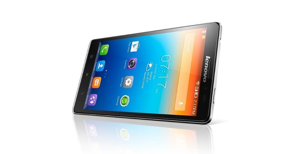 2.jan.2014 - A fabricante chinesa Lenovo apresentou o smartphone Vibe Z nesta quinta-feira (2). Com 7,9 milímetros de espessura e pesando 147 gramas, o celular inteligente tem uma tela de 5,5 polegadas de alta-resolução (display tem 400 pixels por polegada). Ele tem processador Qualcomm quad-core de 2,2 GHz, 2 GB de memória RAM e 16 GB para armazenamento e duas câmeras, uma traseira com resolução de 13 megapixels e uma frontal de 5 megapixels com uma grande angular de 84 graus -- o que, segundo a marca, facilita tirar fotos próprias. Equipado com tecnologia 4G, o aparelho vai começar a ser vendido na Ásia por US$ 549 (cerca de R$ 1.317)