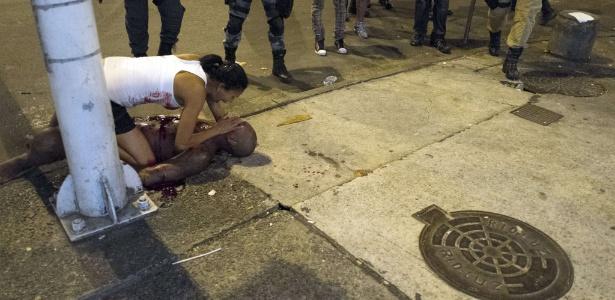 Rufino Adilson da Silva, 34, é baleado durante tiroteio com policiais durante o Réveillon em Copacabana, no Rio de Janeiro. Outras 11 pessoas também ficaram feridas durante a confusão