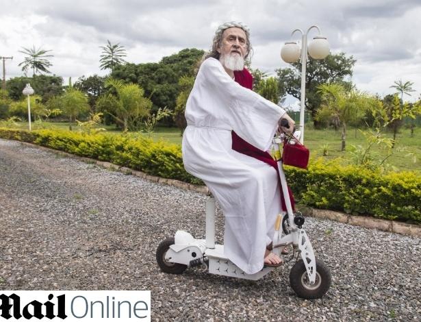 inri-cristo-passeia-pelo-complexo-religi