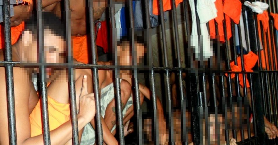 10.jan.2014 - A reportagem do UOL teve acesso às dependências do Complexo Penitenciário de Pedrinhas, em São Luís, no Maranhão. As imagens mostram superlotação da carceragem da unidade prisional. A reportagem acompanhou visita da Comissão de Direitos Humanos da Assembleia Legislativa do Maranhão