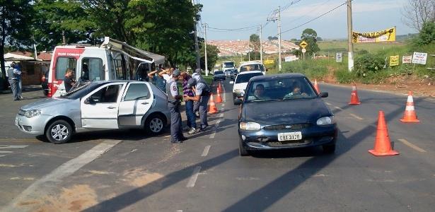 Polícia Militar faz blitz na avenida Ruy Rodrigues, em Campinas (SP), à procura de suspeitos de homicídios que aconteceram na madrugada desta segunda