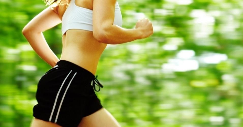 midia-indoor-ciencia-e-saude-exercicio-corrida-caminhada-correr-caminhar-parque-verde-boa-forma-bem-estar-mulher-corpo-saudavel-ginastica-pratica-academia-1389623146953_956x500 - Metas para um 2017 Saudável