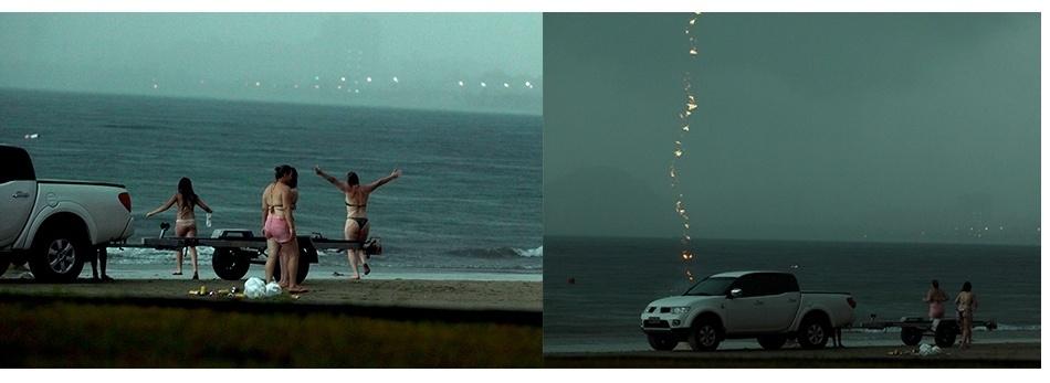 14.jan.2014 -Mulher abre os braços e entra na água na praia da Enseada, no Guarujá (SP), segundos antes de ser atingida por um raio e morrer na tarde desta segunda-feira (13). Ela estava no espelho d'água e a cerca de 50 metros de um posto do Corpo de Bombeiros, quando foi atingida pela descarga elétrica, por volta das 15h30
