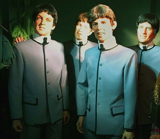 Bonecos de cera do museu Louis Tussauds (considerado o pior do mundo), na Inglaterra, deveriam representar os quatro integrantes da banda inglesa The Beatles
