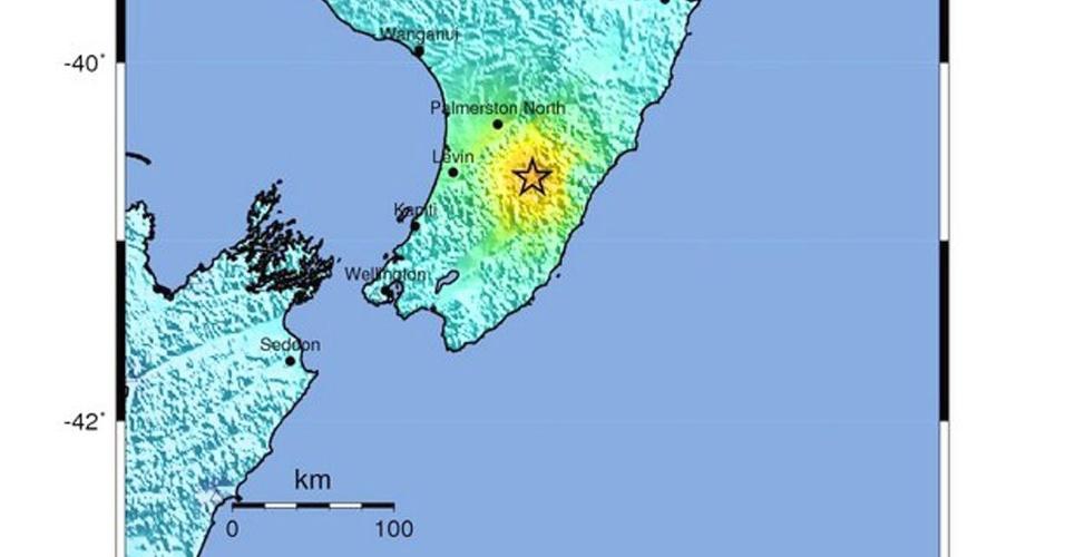 20.jan.2014 - Mapa sísmico divulgado pelo Serviço Geológico dos EUA mostra a localização e intensidade do terremoto de magnitude 6,3 na escala Richter, com epicentro a cerca de 115 quilômetros a nordeste de Wellington, capital do país, ocorrido na manhã desta segunda-feira (20). Não há relatos imediatos de vítimas ou danos