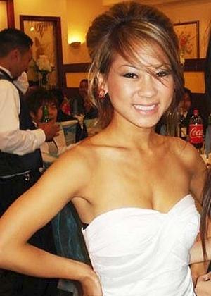 Jovem de 23 anos é agredida e morre, 'photobomb' teria motivado a briga Kim-pham-foto-apanhou-de-cinco-pessoas-segundo-a-policia-briga-teria-comecado-depois-de-ela-passar-em-frente-a-uma-foto-de-grupo-1390477382715_300x420