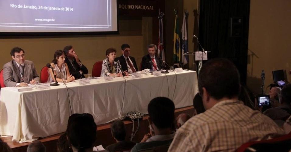 24.jan.2014 - A Comissão Nacional da Verdade e a Comissão da Verdade do Rio realizaram uma Audiência Pública sobre tortura e mortes na Vila Militar de Deodoro, no Rio de Janeiro, nesta sexta-feira (24)
