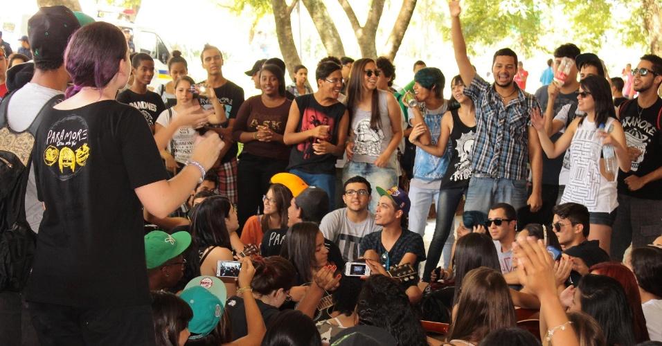 Jovens fazem o rolezinho no Parque Ibirapuera na Zona Sul de São Paulo, SP, neste sábado (25)