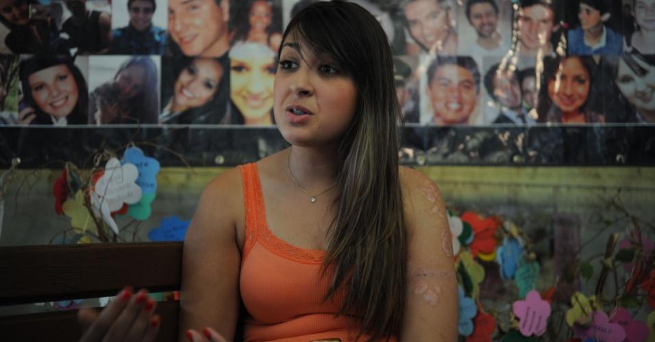16.jan.2014 - Angélica Sampaio estava na boate com um grupo de amigos e teve 8% do corpo queimado. Ela ficou 22 dias internada, em coma, devido a inalação da fumaça tóxica