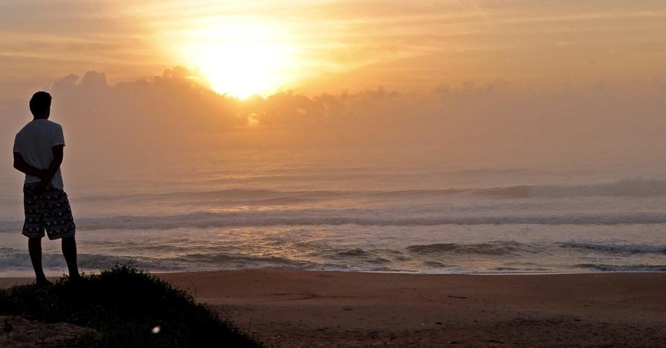 27.jan.2014 - Após um final de semana de temperaturas mais amenas em Florianópolis, o calor volta a predominar na capital catarinense. De acordo com os boletins meteorológicos, as temperaturas no Estado deverão oscilar em torno dos 30º graus Celsius nesta segunda-feira