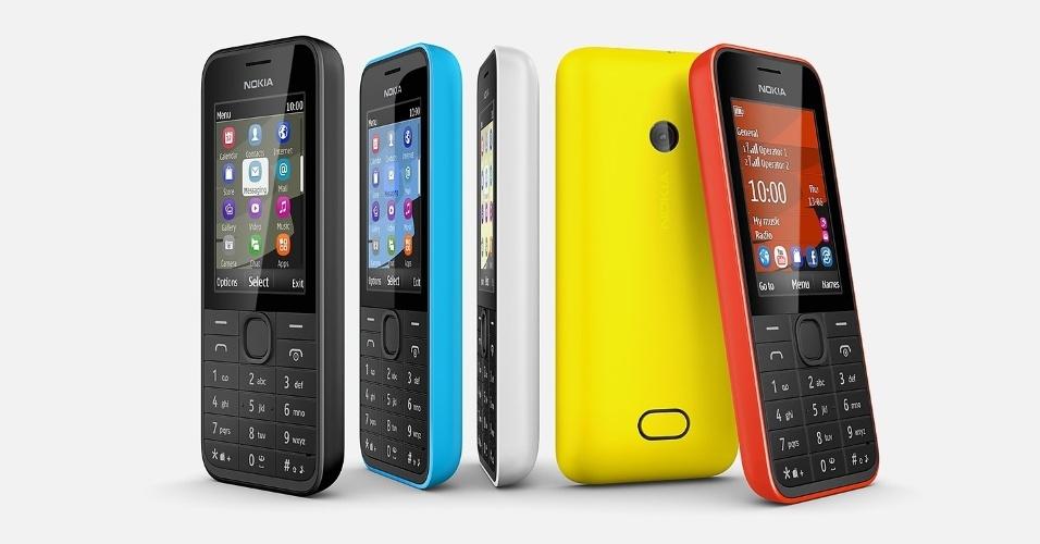 3.fev.2014 - A Nokia iniciou as vendas no Brasil de seu celular ''meio básico, meio smartphone'', o Nokia 208. Vendido por R$ 299 e na cor preta, o aparelho pode acessar internet (até 3,5G) e vem com aplicativos do Facebook e Twitter pré-instalados. O teclado é alfanumérico e o celular é dual-chip. Segundo a Nokia, a bateria pode durar até 20 dias em modo de espera