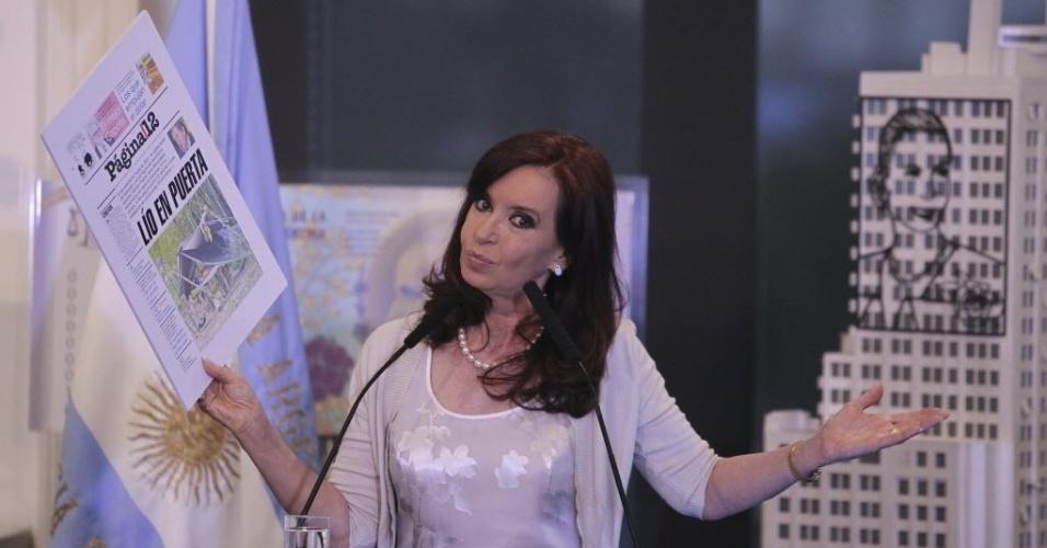 4.fev.2014 - A presidente da Argentina, Cristina Kirchner, anunciou nesta terça-feira (4) um aumento da pensão dos aposentados, em meio às tensões na economia pela recente desvalorização do peso e a escalada dos preços ao consumidor. Em um ato na sede do Executivo transmitido em cadeia nacional, Cristina disse que a partir de março as aposentadorias subirão 11,31%, com o que o aumento no último ano alcançará 27,35%