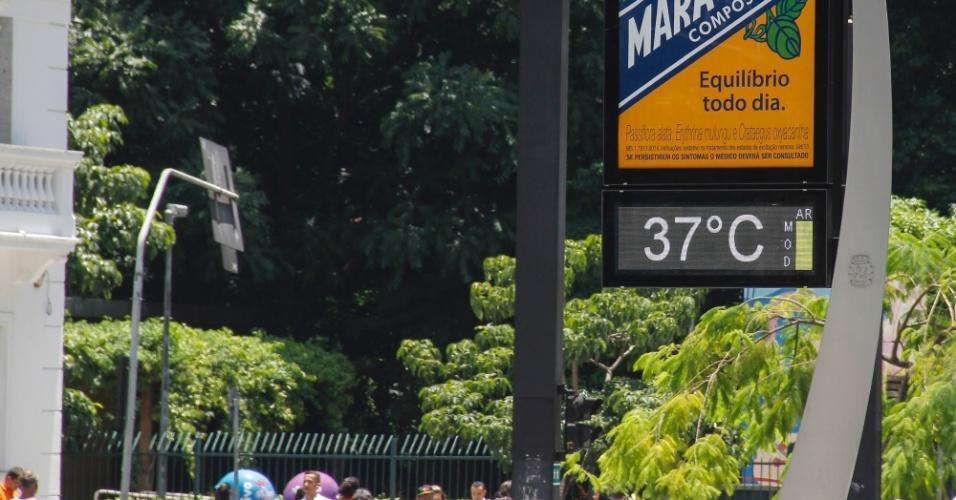 5.fev.2014 - Termômetro registra 37ºC na avenida Paulista, em São Paulo, nesta quarta-feira (5)