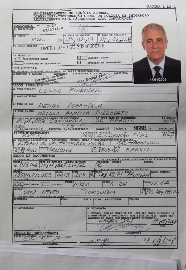 5.fev.2014 - Fotografia mostra o requerimento de passaporte Henrique Pizzolato condenado a 12 anos e sete meses de prisão no processo do mensalão e capturado pela polícia na quarta-feira (5). A polícia italiana afirmou que Pizzolato foi preso no país com cerca de 14 mil euros. O brasileiro foi preso em Maranello, mas foi transferido para Modena