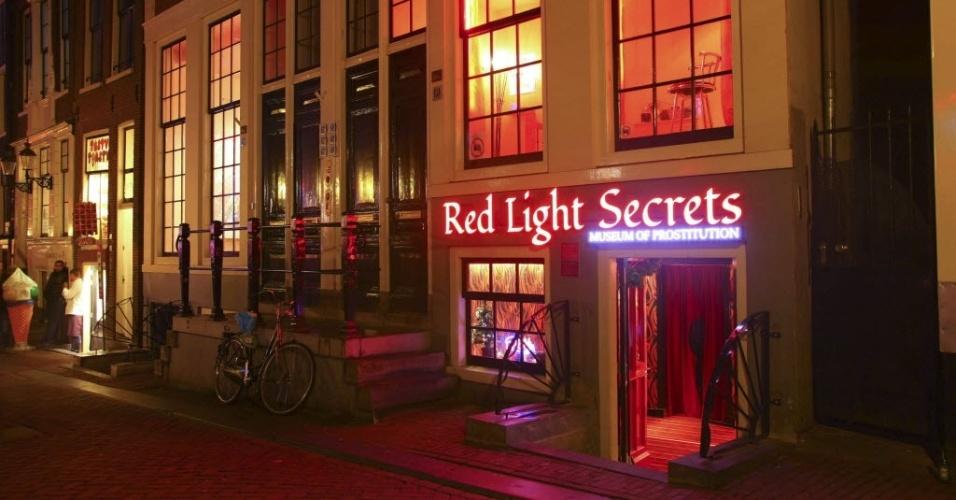 6.fev.2014 - Entrada do primeiro museu do primeiro museu da prostituição do mundo, no bairro da Luz Vermelha, em Amsterdã, Holanda. No país a profissão é legalizada, mas não enfrenta o preconceito
