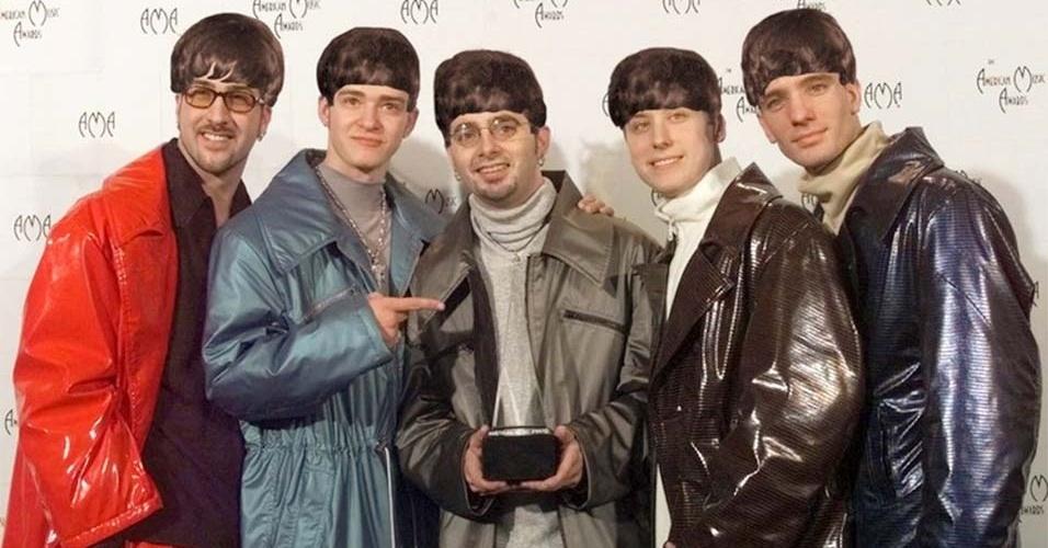 """Para comemorar os 50 anos da primeira aparição dos Beatles na TV americana, o blog americano """"Mashable"""" produziu montagens de boy bands com o famoso cabelo """"tigelinha"""" dos integrantes da banda de rock inglesa. Na imagem, o N'Sync, grupo americano que fez sucesso na década de 90"""