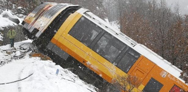 8.fev.2014 - Duas pessoas morreram e outras nove ficaram feridas no descarrilamento de um trem turístico