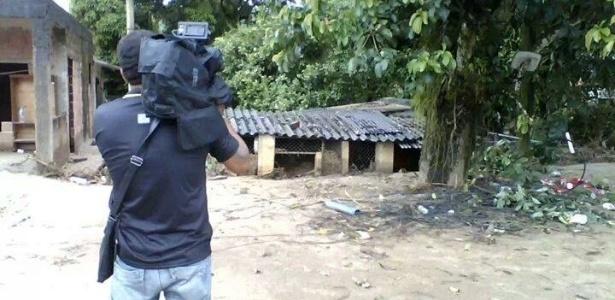 """Imagens postadas por amigos nas redes sociais mostram o cinegrafista da """"TV Bandeirantes"""" Santiago Ilídio Andrade, 49, trabalhando"""