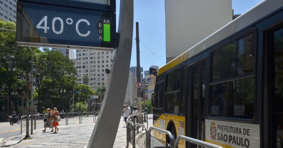 10.fev.2014 - Termômetro registra 40ºC no centro de São Paulo, nesta segunda-feira (10)