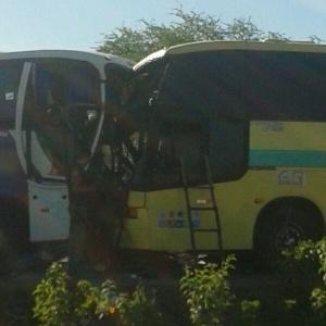 Colisão frontal entre dois ônibus deixa ao menos 41 pessoas feridas na BR-020, no município de São Raimundo Nonato (a 522 km de Teresina)