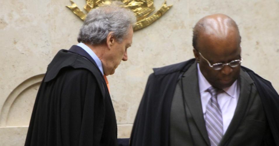 13.fev.2014 - Os ministros Joaquim Barbosa, presidente do STF (Supremo Tribunal Federal), e Ricardo Lewandowski, que também é membro da corte, participam de sessão plenária em Brasília (DF)